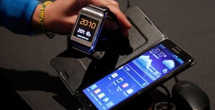 De Galaxy Gear: die telefoon ernaast moet je de bijna ook altijd meezeulen