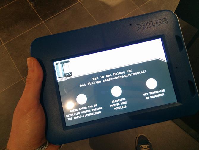 Weinig spannende Philips-tablet, maar wel eentje die 'Intelligen Light' oppikt.