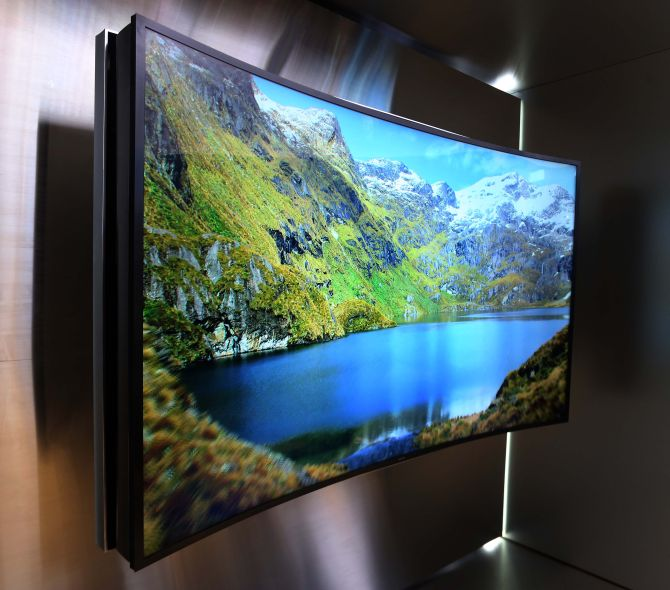 Samsungs buigbare UHD-flatscreen: come on and bend over!