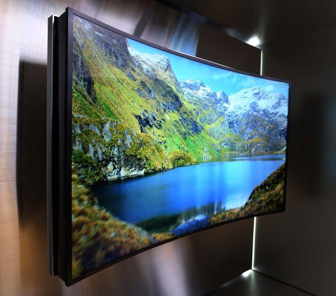 Samsungs buigbare UHD-flatscreen: come on and bend over!