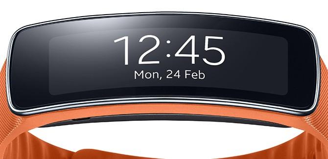 MWC 2014: Samsung Gear Fit let op je rikketik
