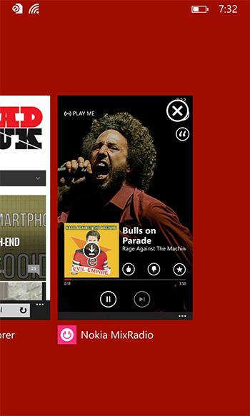Zie je dat kruisje, rechtsbovenin? Je kunt nu apps afsluiten! Windows Phone gaat nog eens heel groot worden.