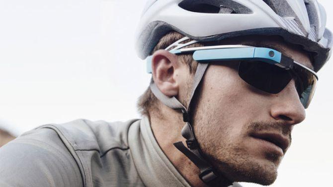 Een Google Glass én een helm. Waar is je ligfiets, vragen wij ons dan af.