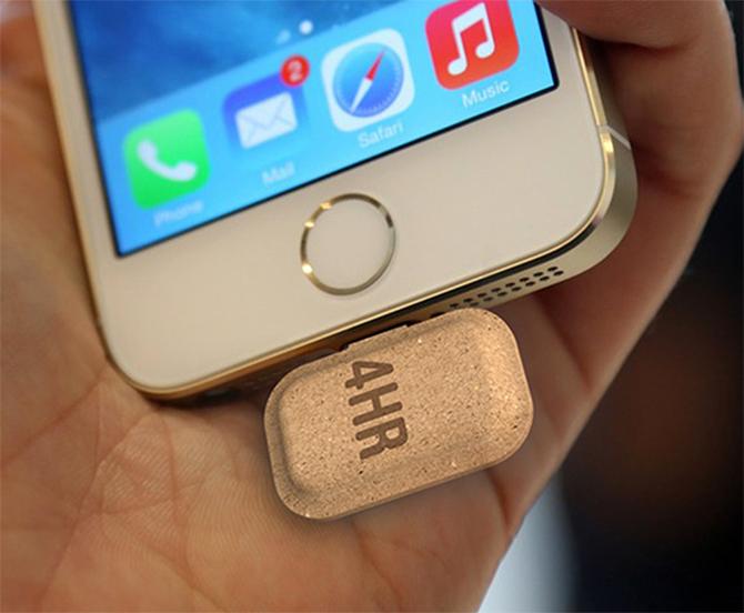 Stuk eierdoos onder je eiPhone. Ergens is het ook wel passend.