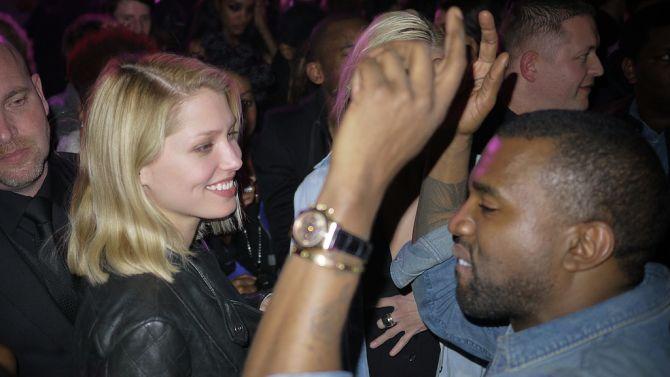 Kijk, Kanye kan ook dansen als een heel normale jongen