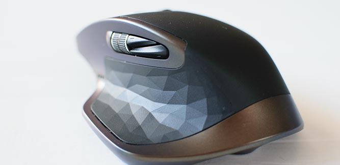 De polygon vormen geven een chique touch aan het design van de MX Master.
