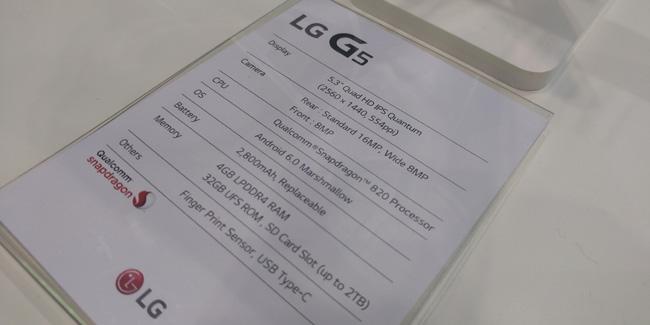 De LG G5 specificaties, gefotografeerd met de G5 zelf