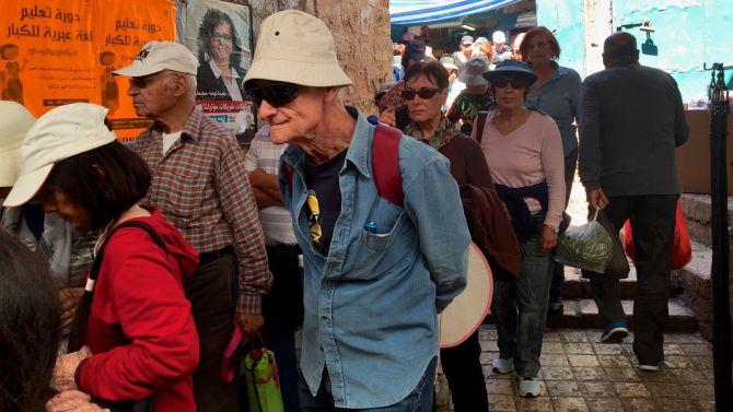 Voor de virtuele rondleiding van Tweakers stonden de fans al vroeg in de rij.