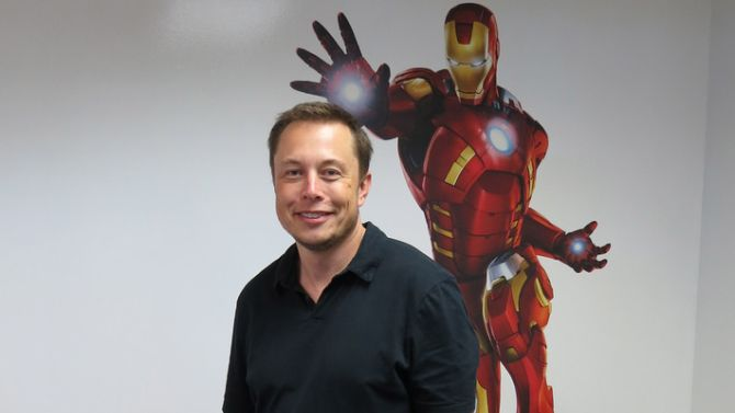 Elon Musk: touched by an alien. Of Iron Man, wat jullie willen.
