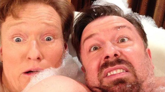Conan O' Brien en Ricky Gervais in een bad. Daar hoeft geen grap meer bij.