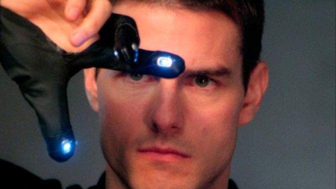 Tom Cruise heeft nog steeds een beetje moeite met het loser-teken