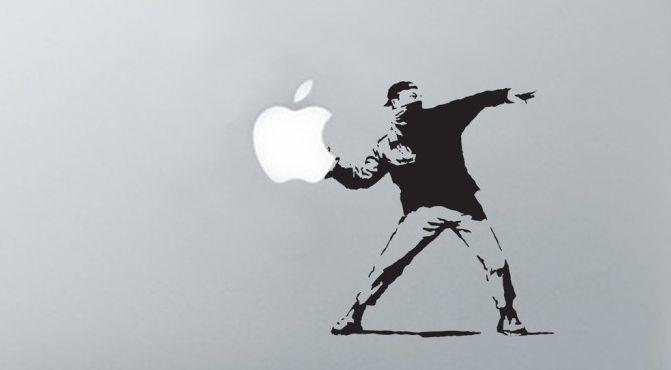 Banksy wist jaren geleden al wat je met Apple moest doen