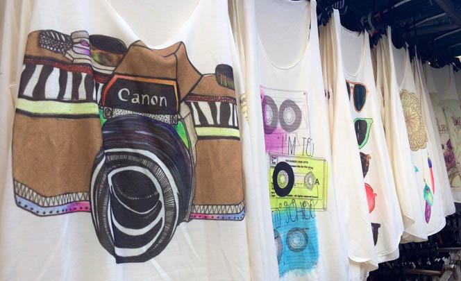 Ook niet toegestaan: woordgrappen met canonnen en strakke shirtjes.