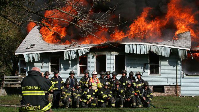 Sinds de ladercrisis zijn er nog nooit zoveel brantweermannen-selfies opgedoken