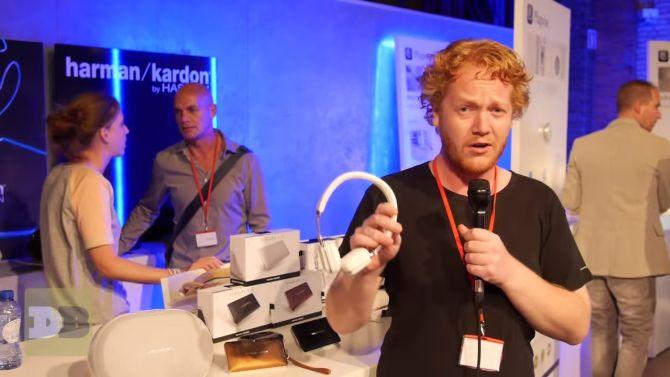 Hier heb ik een hoofdtelefoon van Harman/Kardon vast. Alles ging nog goed.