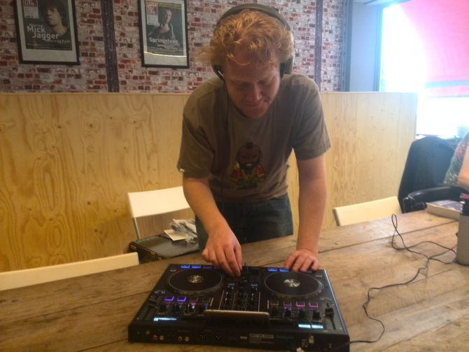 Paul gaat hard met de Reloop Beatpad