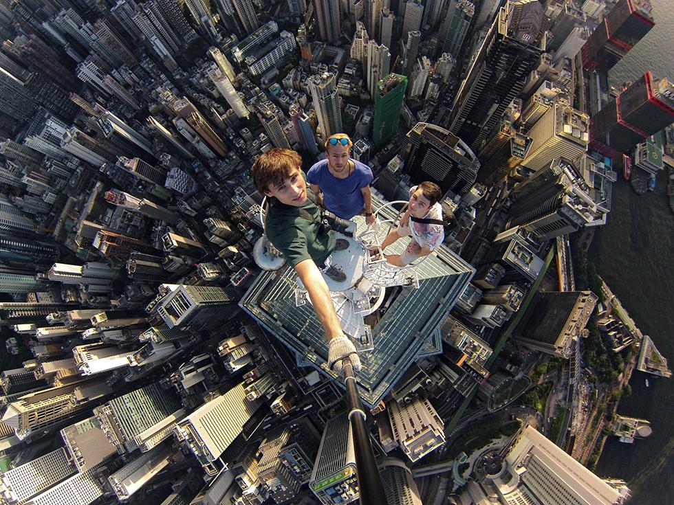 skyscraper-selfie