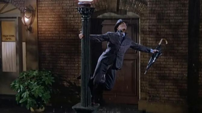 Als ze in de jaren vijftig slimme lantaarnpalen hadden gehad, was Gene Kelly er nu wel afgescholden.