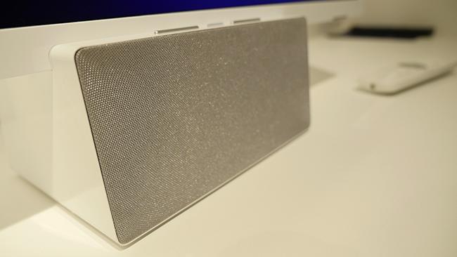 Op deze speaker zit dus nog een tv.