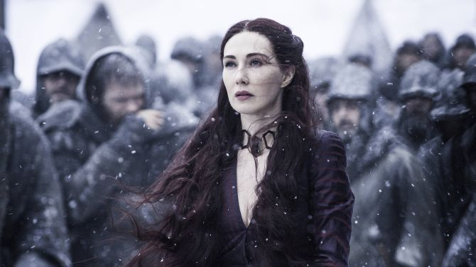 Carice van Houten is inmiddels dood in Game Of Thrones. Of niet. Nouja, dat vertellen we dus niet.